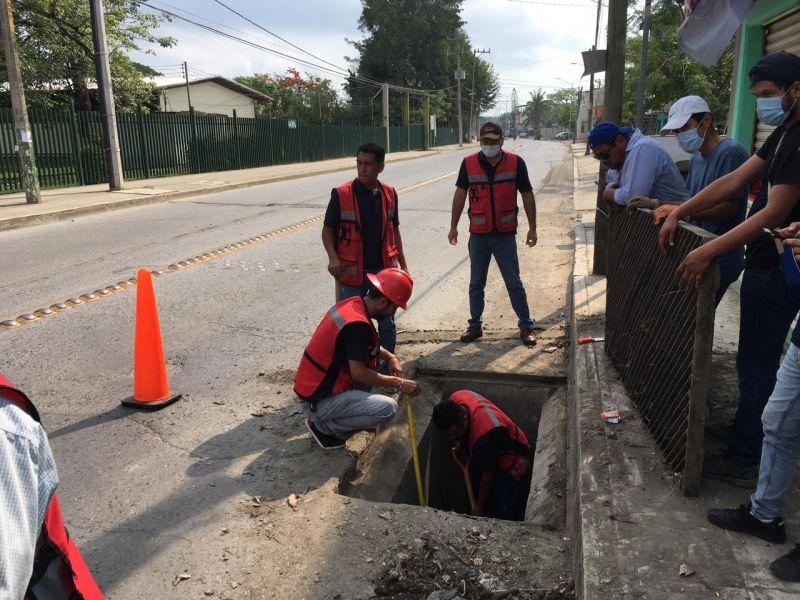 Protección Civil Municipal, trabajó en la limpieza de alcantarillas y drenajes